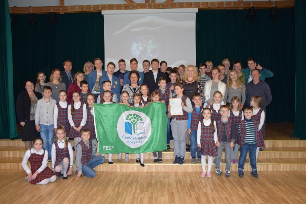 Neringos gimnazijai – Žalioji vėliava