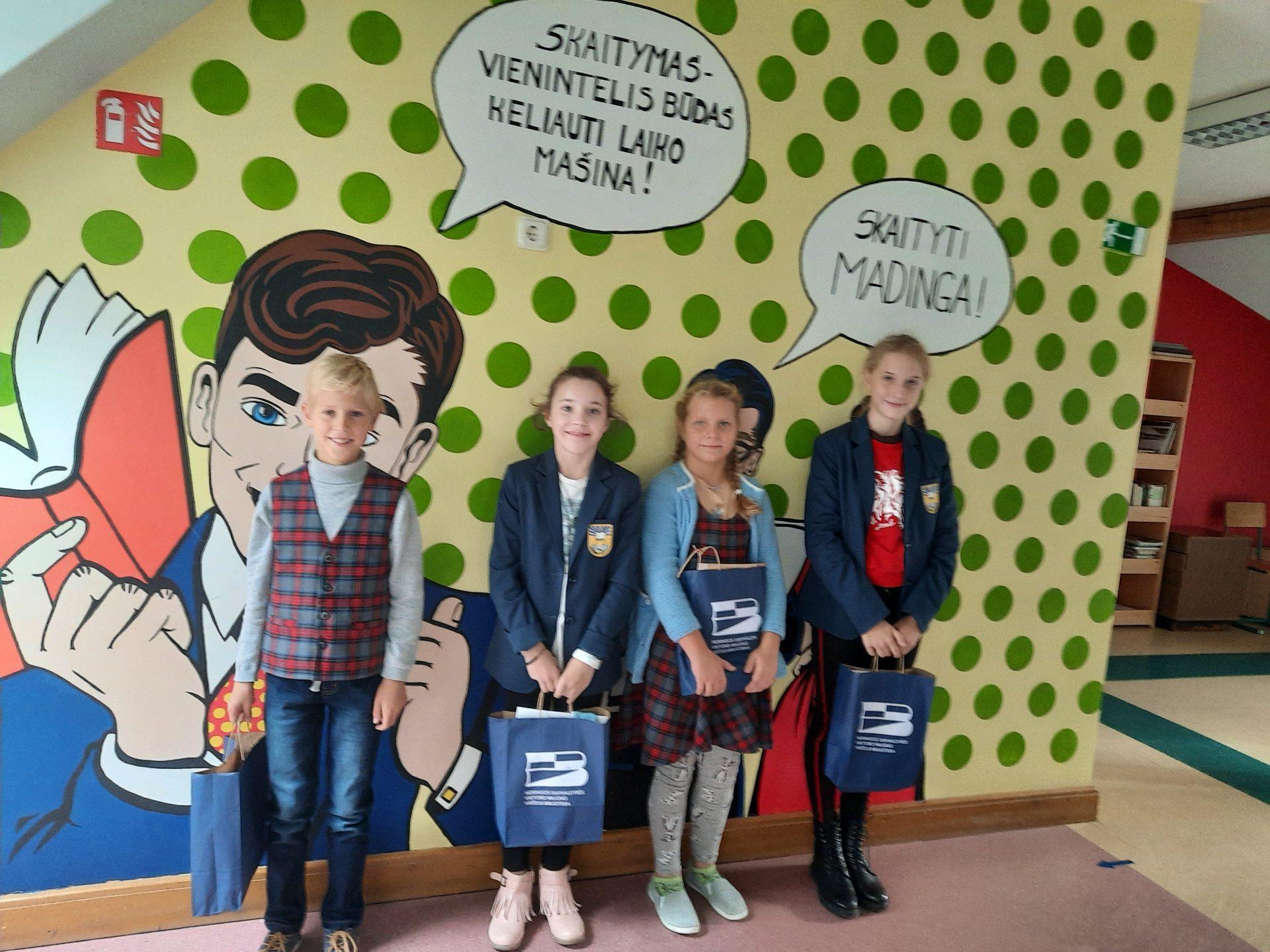Skaitymo iššūkio dalyvių apdovanojimai Neringos gimnazijoje
